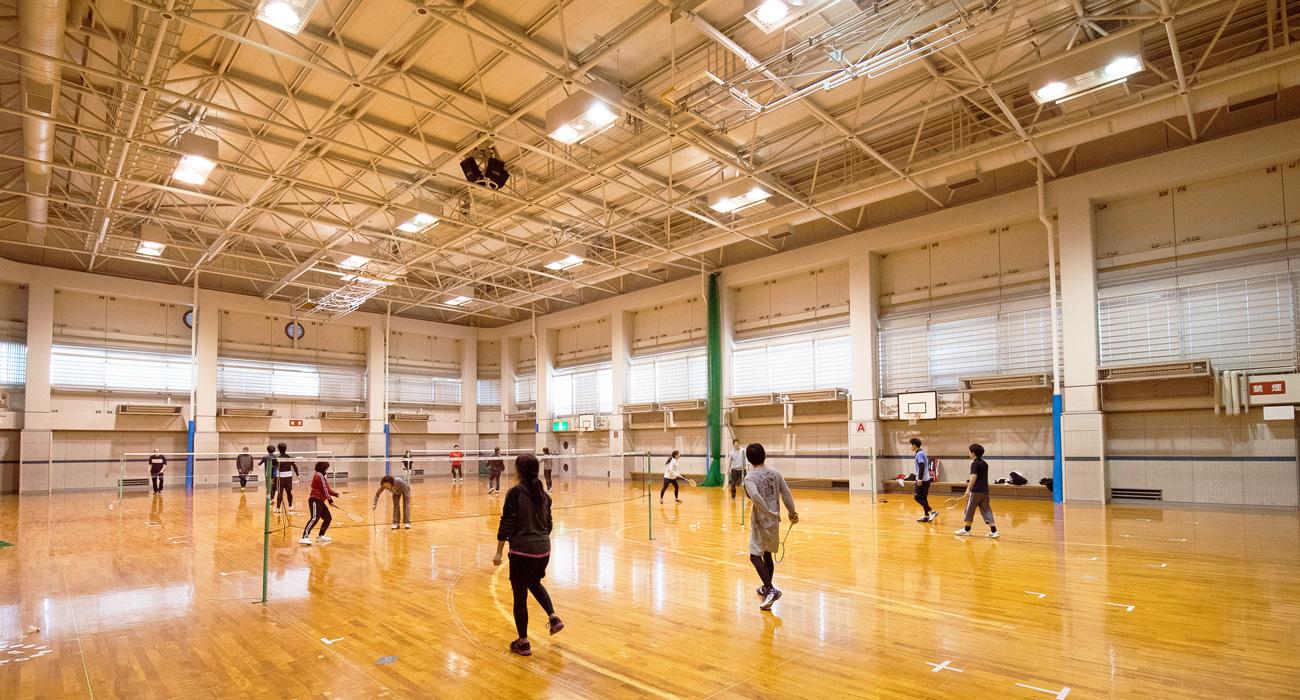 亀岡運動公園・さくら公園 春は桜、夏はプール、秋はコスモスなど、季節のイベントとスポーツを年中楽しめる地域の公園です